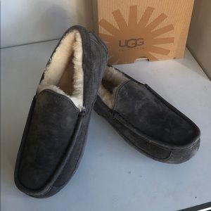 New Ugg ascot Men's Charcoal sz 7 fits women sz 8